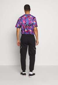Urban Threads - Pantalones deportivos - black - 2