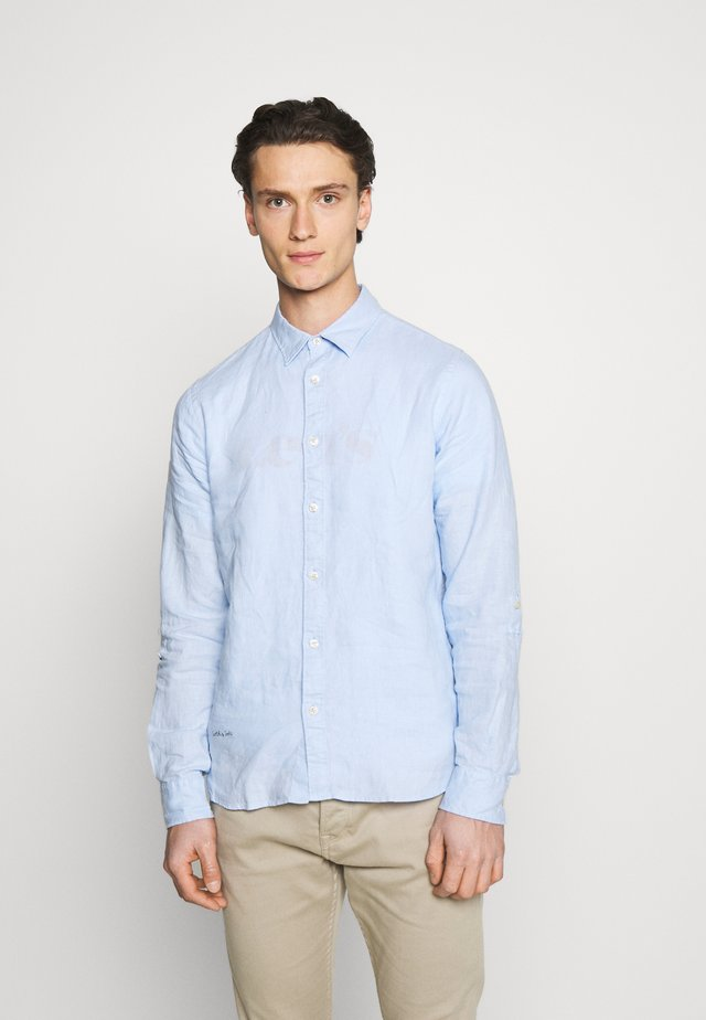 REGULAR FIT- GARMENT-DYED WITH SLEEVE ROLL-UP - Overhemd - blue