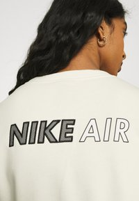 Nike Sportswear - AIR CREW  - Sweatshirt - coconut milk/black - 3