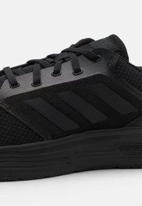 adidas Performance - GALAXY 5 CLASSIC CLOUDFOAM - Neutrální běžecké boty - core black - 5