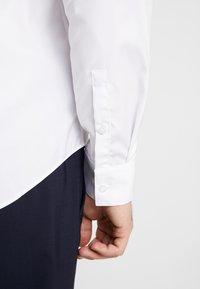 Calvin Klein Tailored - CONTRAST EASY IRON SLIM FIT SHIRT - Formální košile - white - 3