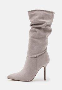 BEBO - SHORE - Kozačky na vysokém podpatku - grey - 1