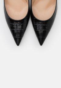 Mulberry - STAMPA COCCO - Classic heels - nero/oro - 6