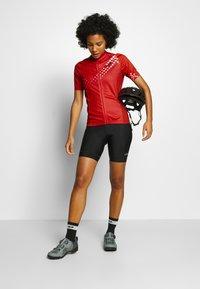 Gore Wear - GORE® C3 DAMEN HEART TRIKOT - T-Shirt print - hibiscus pink/white - 1