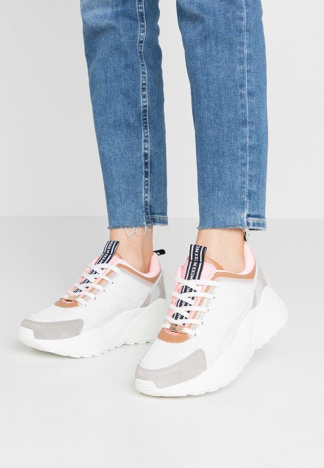 ELIZ - Sneakers laag - white/pink