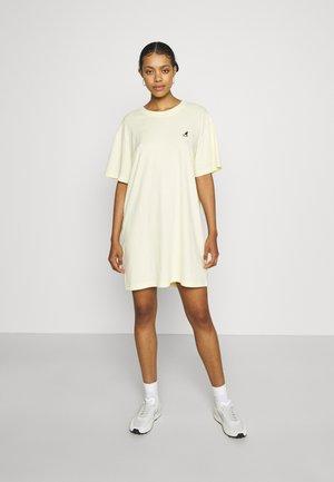 VIRGINIA T-SHIRT DRESS - Jerseyjurk - pale yellow