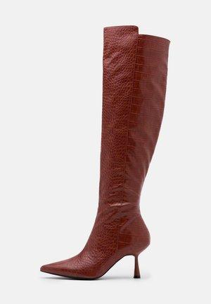 FRONT SEAM TIGHT HIGH BOOTS - Kozačky nad kolena - brown