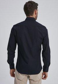 Auden Cavill - Shirt - schwarz - 1