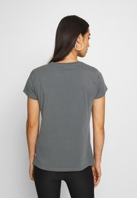 Levi's® - THE PERFECT TEE - T-shirt med print - box tab forged iron - 2