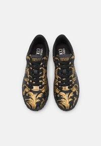Versace Jeans Couture - COURT - Tenisky - nero/oro - 3