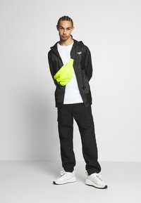 Reebok Classic - VECTOR WINDBREAKER - Summer jacket - black - 1