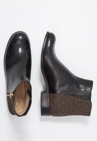 MICHAEL Michael Kors - JAYCIE FLAT BOOTIE - Stiefelette - black/brown - 3