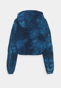 Glamorous Tall - LADIES JACKET TIE DYE - Denim jacket - blue - 1