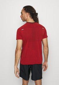 Nike Performance - TECH ULTRA LAUFSHIRT HERREN - T-shirts print - chile red - 2