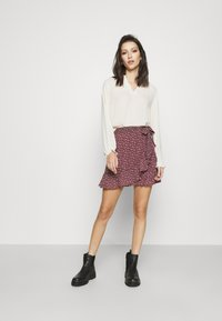 Hollister Co. - SOFT FLIRTY DAY TO NIGHT - Wrap skirt - burg - 1