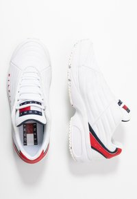 Tommy Jeans - WMN HERITAGE TOMMY JEANS SNEAKER - Trainers - red/white/blue - 3
