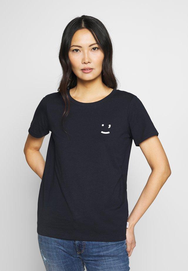 SHORT SLEEVE FRONT  - T-shirt med print - scandinavian blue