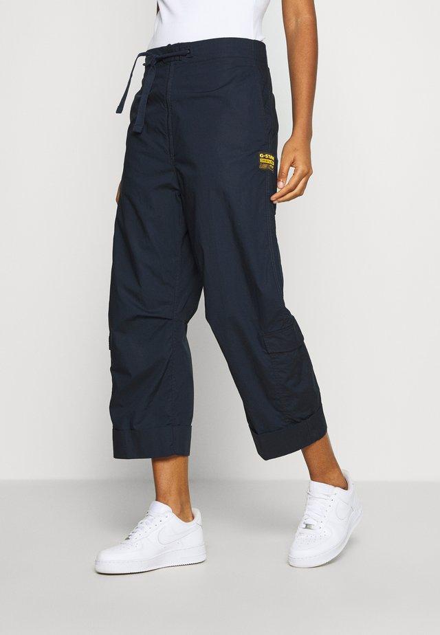 UTILITY HIGH LOOSE CROP - Pantaloni cargo - mazarine blue