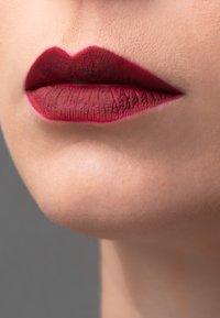 Korres - MORELLO MATTE LASTING LIP FLUID - Liquid lipstick - 74 fig - 2