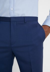 HUGO - HARTLEYS - Oblekové kalhoty - medium blue - 3