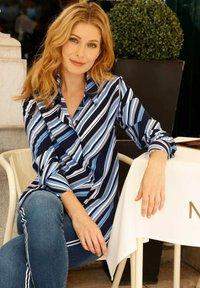 Laura Kent - Button-down blouse - marinebla weiß - 1