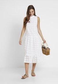 Topshop - SMOCK - Denní šaty - white - 1