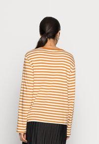 Monki - URSULA - Langærmede T-shirts - black/white /yellow - 2