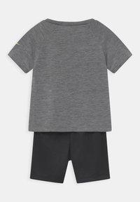 Nike Sportswear - RAGLAN SET  - Triko spotiskem - black - 1