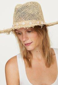 OYSHO - Hat - beige - 3