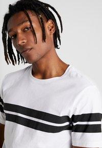 Jack & Jones - ONSBIKE LONGY TEE - Print T-shirt - white - 3
