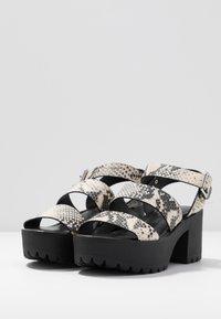 Madden Girl - CARTERR - Sandály na platformě - natural/multicolor - 4