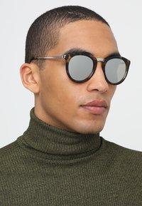 Le Specs - NO SMIRKING  - Sunglasses - tort - 1