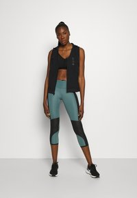 Under Armour - RUN ANYWHERE CROP - Medias - lichen blue - 1
