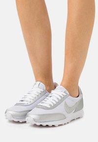 Nike Sportswear - DAYBREAK - Trainers - white/metallic silver - 0