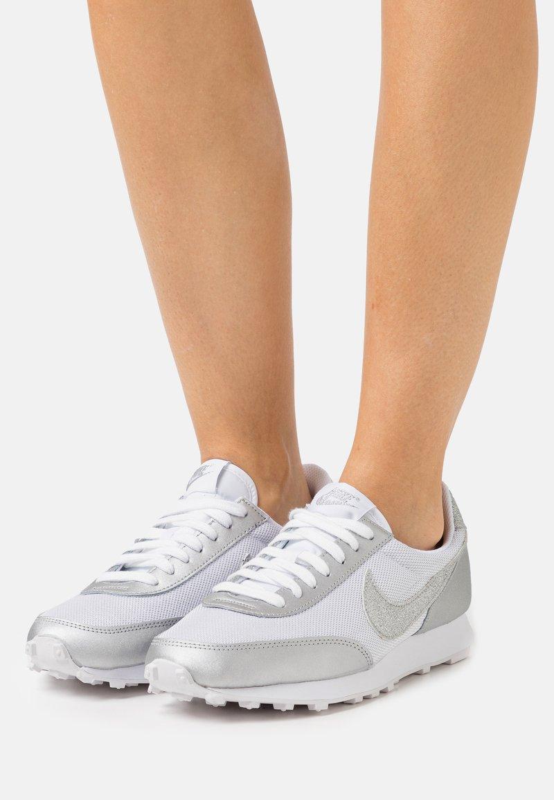 Nike Sportswear - DAYBREAK - Trainers - white/metallic silver