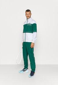 Lacoste Sport - TRACK SUIT - Verryttelypuku - bottle green/white - 1