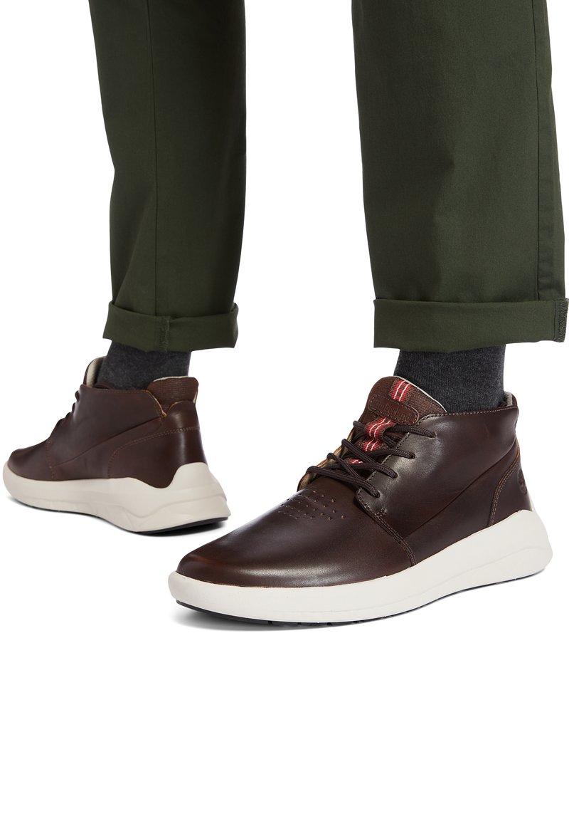 Timberland - BRADSTREET ULTRA CHUKKA - Sneakers hoog - soil