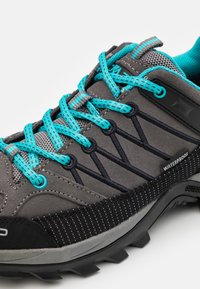 CMP - RIGEL LOW TREKKING SHOES WP - Trekingové boty - graffite/baltic