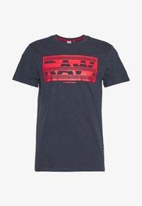 BOXED RAW GR  - Print T-shirt - indigo