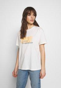 Moss Copenhagen - LIV - T-shirts print - egret - 0