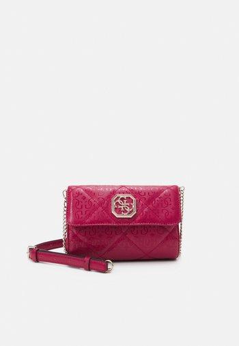 DILLA XBODY BELT BAG - Across body bag - berry