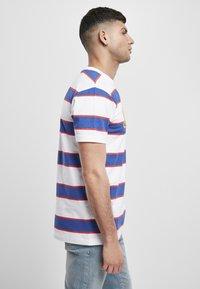 Starter - T-shirt imprimé - white/ultra marine/starter red - 3