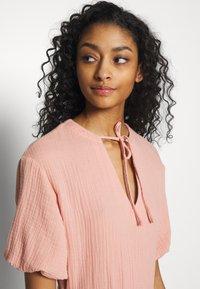 NA-KD - VNECK SHORT SLEEVE DRESS - Day dress - dusty pink - 3