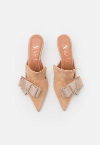 Oxitaly - ALBERTA  - Pantofle na podpatku - beige - 5