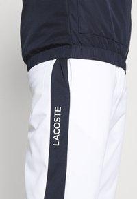 Lacoste Sport - TRACK PANT - Träningsbyxor - white/navy blue - 3