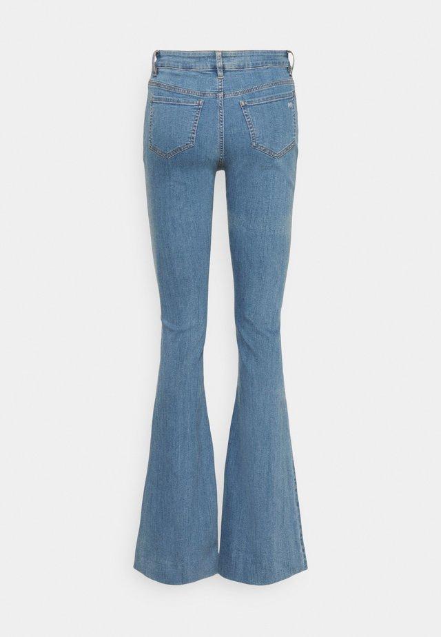 CHARLOTTE WARSZAWA - Jeans a zampa - denim blue