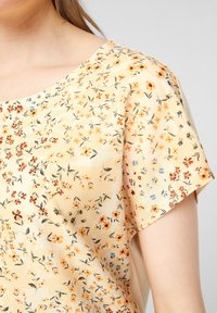 s.Oliver - Print T-shirt - yellow aop - 4