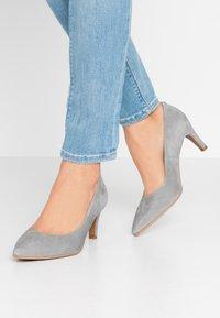 Brenda Zaro Wide Fit - WIDE FIT BENETT - Classic heels - siberia - 0