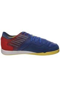 Umbro - CHALEIRA II PRO - Indoor football boots - deep surf / golden kiwi / toreador - 5