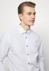 Tommy Hilfiger Tailored - DOT PRINT CLASSIC - Shirt - white - 3